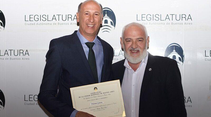La Legislatura Porteña entregó un reconocimiento  al Prof. Horacio Gómez por Monster Block Teen's